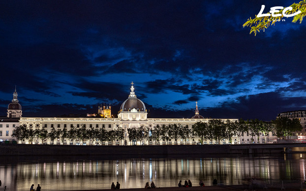 <p>Lighting studies began in April 2012 and work was completed in June 2019. Now, visitors to the banks of the Rhône can admire this magnificent building until midnight, when the lights go out.</p>